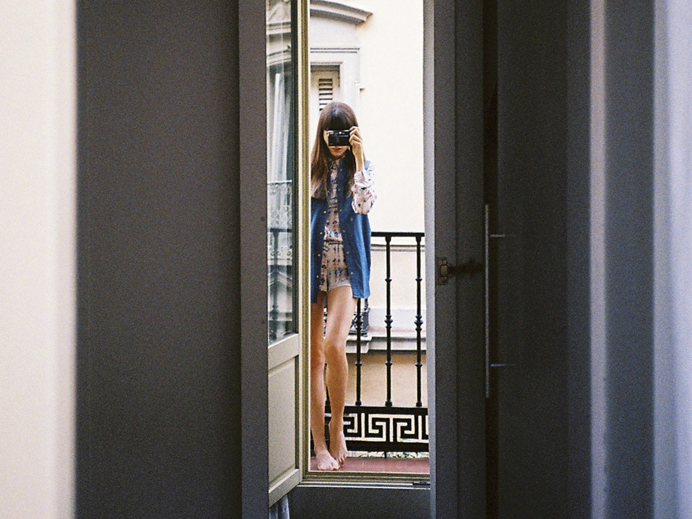 MADRID-ROOM-MATE-MARIO-VOGUE-ANNA-PONSA-MISSNOBODY-ANALOG-01