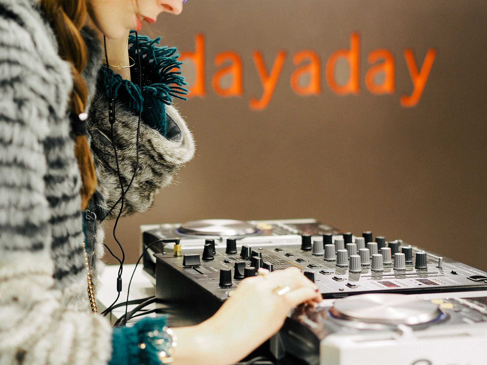 DAYADAY-DJ-SET-ANNA-PONSA-01